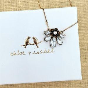 Vintage-style Rosette Pendant Necklace